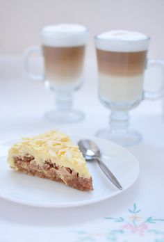 Very delicious almond cake, similar to the famous one from IKEA. No flour, so it's gluten free.