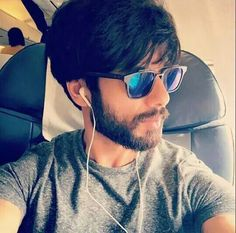 Shahid Kapoor traveling back home.