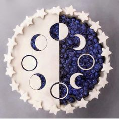 There are some who scoff at creating a pie for dessert with puff pastry. Blueberry pie is just one of my favourite desserts. Whenever your easy blueberry pie is completed, it has to rest until it's about room temperature. Cute Food, Yummy Food, Tasty, Just Desserts, Dessert Recipes, Pie Crust Designs, Pies Art, Moon Pies, Let Them Eat Cake