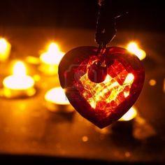 vorm en restvorm want de vorm is het kristalle hartje en de restvorm de kaarsjes er achter want die zijn wazig gemaakt