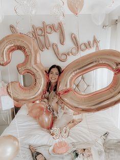 30th Birthday Themes, 30th Birthday Ideas For Women, 40th Birthday Decorations, Birthday Goals, 13th Birthday Parties, 20th Birthday, Gold Birthday, Birthday Woman, Birthday Balloons