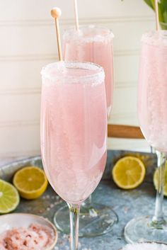 Nothing says classy quite like these gorgeous Pink Lemonade Champagne Margaritas. The perfect champagne cocktail for weddings, showers or girls night out! #cocktaildrinks