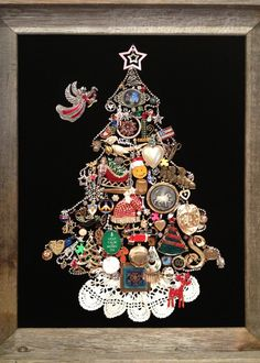 """Jewel Christmas Tree, my grandma had one of these """" - Pictureframe Costume Jewelry Crafts, Vintage Jewelry Crafts, Recycled Jewelry, Craft Jewelry, Christmas Jewelry, Christmas Art, Vintage Christmas, Christmas Mosaics, Jeweled Christmas Trees"""