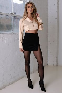 Sexy Outfits, Cool Outfits, Women With Beautiful Legs, Pantyhosed Legs, Bas Sexy, Girls In Mini Skirts, Sexy Legs And Heels, Fashion Tights, Great Legs