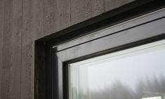 I fredags började tydligen monteringen av våra fönster, nästan alla var på plats idag. Det ser riktigt bra ut, och det är hemskt kul att få se utsikten. Vi har har fönster från Skala med u-värde 1,1…