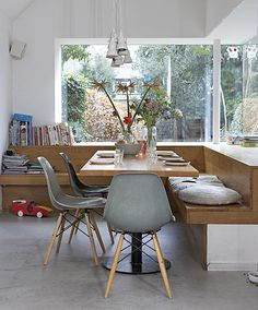 Dinner table combined with dsw-chairs from Eames