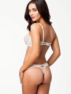 Amy Jackson Latest Hot Bikini Photoshoot 14
