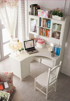 Little corner desk with a lot of space for storage - home office decor Home Office Space, Home Office Desks, Home Office Furniture, Office Decor, Office Ideas, Desk Ideas, Small Office, Apartment Office, Office Spaces