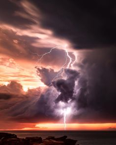 Nature photography clouds lightning storms Ideas for 2019 Storm Photography, Iphone Photography, Landscape Photography, Nature Photography, Perspective Photography, Photography Lighting, Landscape Wallpaper, Nature Wallpaper, Cool Wallpaper