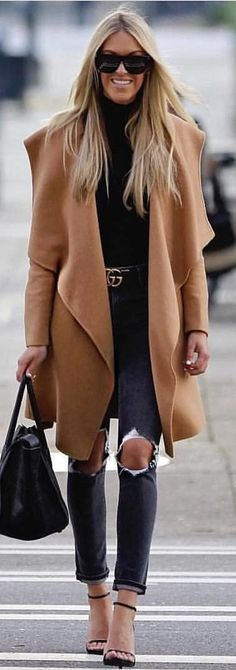 #winter #outfits black top and ripped gray denim jeans with brown coat. Pic by @high_5_to_fashion.