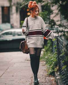 Put on Outdoor adventure down stuffed parkas, popular down parkas in lots of diffrent colorings. Grunge Outfits, Hipster Outfits, Edgy Outfits, Mode Outfits, Cute Casual Outfits, Fall Outfits, Fashion 90s, Redhead Fashion, Tokyo Street Fashion