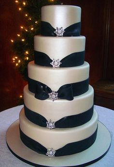 Pretty wedding cake, would have to change to my wedding colors.