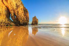 Traumhafte Buchten, weite Sandstrände, schroffe Felskulissen und wilde Dünenlandschaften - Hier stelle ich euch die schönsten Strände an der Algarve vor.