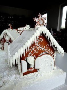 OK Cool Gingerbread Houses, Christmas Gingerbread House, Christmas Cookies, Christmas Ideas, Merry Christmas, Ginger House, Seasonal Celebration, Xmas Food, Decorated Cookies