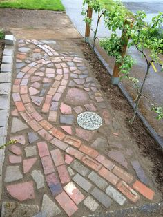 The demand for products and treatment leads to some very innovative organic gardening techniques. Now is your chance to find something that works for your organic garden. Garden Path Lighting, Brick Path, Wood Path, Casa Patio, Path Ideas, Natural Garden, Shade Garden, Garden Projects, Backyard Landscaping