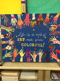 30 Interesting Classroom Board Display Ideas to Draw Your Students' Attention Class Art Projects, Collaborative Art Projects, Classroom Art Projects, Art Classroom, School Murals, Art School, School Auction, Art Bulletin Boards, Elementary Art