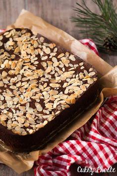 Cukry Proste: Ciasto czekoladowe z pijanymi śliwkami (bez mąki)