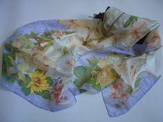 Sciarpa di seta dipinta a mano fiori uccelli per di AdeleDaniele