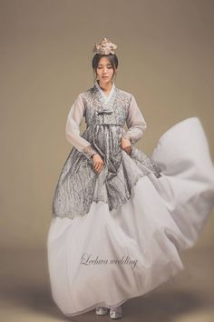 Korean Traditional Clothes, Traditional Fashion, Traditional Dresses, Korean Dress, Korean Outfits, Oriental Fashion, Asian Fashion, Hanbok Wedding, Modern Hanbok