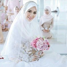 New Wedding Veils Hijab Beautiful Ideas Hijabi Wedding, Wedding Hijab Styles, Muslimah Wedding Dress, Muslim Wedding Dresses, Muslim Brides, Muslim Couples, Malay Wedding Dress, Bridal Hijab, Wedding Costumes