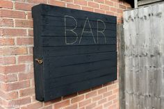 How to DIY a light-up outdoor bar using pallets & solar fairy lights - Hello Betty - How to DIY a light-up outdoor bar using pallets & solar fairy lights How to make an illuminated drop-down outdoor bar from pallets - Outdoor Garden Bar, Outdoor Pallet Bar, Backyard Patio, Outdoor Decor, Outdoor Bars, Indoor Garden, Backyard Ideas, Garden Ideas, Outdoor Kitchen Design