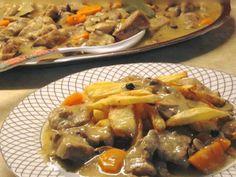 """Νόστιμη συνταγή μαγειρικής από """"Gogo Samiou -ΟΙ ΧΡΥΣΟΧΕΡΕΣ / ΗΔΕΣ"""" Υλικα 1 κιλο κρεας χοιρινο απο λαιμο κομμενο σε κυβους 2 κρεμμυδια μεγαλα 2 καροτα 1 σκελιδα σκορδο 1 κουτι κονσερβα μανιταρια 2 λεμονια λιγο κρασι για Cookbook Recipes, Lunch Recipes, Meat Recipes, Dinner Recipes, Cooking Recipes, Healthy Recipes, Mumbai Street Food, Dairy Free Diet, My Best Recipe"""