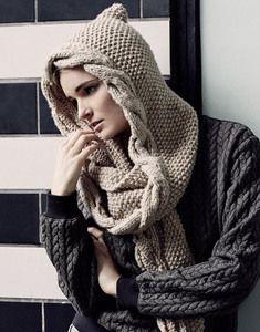 Modèle écharpe à capuche femme