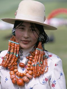 Portrait of a Tibetan Woman Wearing Jewellery Near Maqen, Qinghai Province, China Photographie