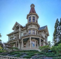 In this house, the part I love the most about victorian homes is greatly emphasized... considering it's the major edge.