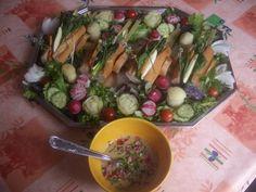 Assortiment de légumes Printaniers, joliment présentés et très parfumés par les herbes de la saison.