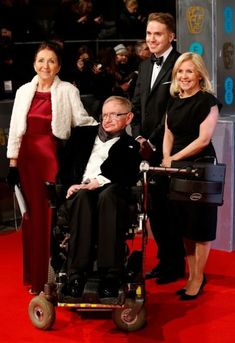 Professor Stephen Hawking (pictured in 2015 with his first wife Jane and daughter Lucy) died more than 50 years after being diagnosed with motor neurone disease Stephen Hawking Young, Professor Stephen Hawking, High Society, Stephan Hawkings, Medical Miracles, Celebrities Who Died, History Of Time, Neurone, Movies