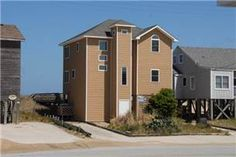 4 bth (3Q,B,2P,SS) Come and enjoy this lovely home with incredible ocean views!  Spend your evenings under the stars while relaxing in the hot tub ...