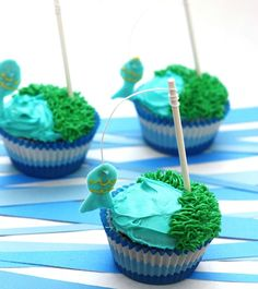 Your dad will be reeling these delicious fishing-inspired cupcakes in one by one.