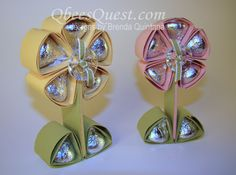 Qbee's Quest: Hershey's Kisses Flower Tutorial - Craft ~ Your ~ Home Craft Gifts, Diy Gifts, Cute Gifts, Food Gifts, Funny Gifts, Little Presents, Little Gifts, Spring Crafts, Holiday Crafts