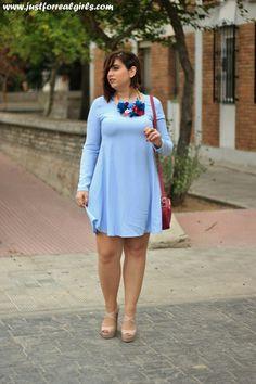 Hay complementos que transforman looks y el collar que Patricia Pineda ha diseñado es tan especial que consigue hacer milagros  Más en  http://www.justforrealgirls.com/2015/10/outfit-flores-y-plumas.html #complementos #inlove #homemade #hechoamano #madewithlove #egoblog #justforrealgirls #tdsmoda #fashionblogger #bloggerlife #bloggerssevilla
