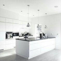We love this kitchen! Amazing inspiration by Kitchen Family Rooms, Home Decor Kitchen, Kitchen Interior, Kitchen Dining, White Gloss Kitchen, Gray And White Kitchen, Grey Kitchens, Home Kitchens, Kitchen Island With Stove