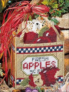 "Stitch a tote decorated with juicy, early autumn apples as a cheery wrapping for that special gift! Size: 6 5/8"" x 8 5/8"" x 3"", excluding handles.Skill Level: Easy"