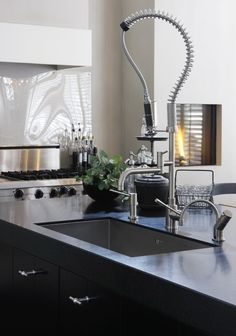 Bestekloza is one of the pioneers in supplying hotel kitchen equipment. A one stop solution for Turnkey commercial kitchen appliances. Kitchen Time, Kitchen Dining, Loft Kitchen, Brown Kitchens, Cool Kitchens, Kitchen Interior, Modern Interior, Interior Design, Modern Style Homes