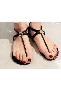 大人の足元には、こっくりとしたボルドーカラーが似合います。