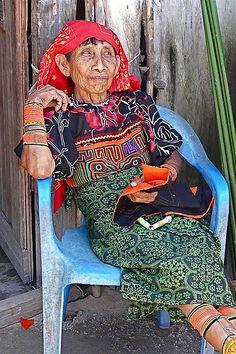 Cuna woman - Panama - Wichub Wala - San Blas by Rita Willaert