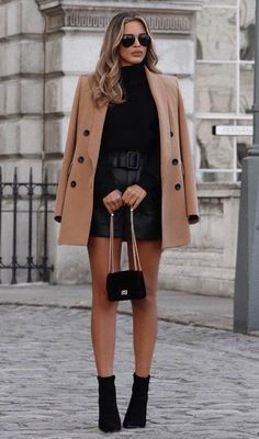 30 Pretty Winter Outfits You Can Wear on Repeat - Hi Giggle - 30 Pretty Winter Outfits You Can Wear on Repeat winter fashions winter fashion inspiration winter fashion ideas winter fashion style Source by xjtanx - Winter Fashion Outfits, Fall Winter Outfits, Look Fashion, Autumn Winter Fashion, Girl Fashion, Fashion Dresses, Leder Shorts Outfit, Coat Outfit, Look Blazer