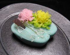 上生菓子図鑑 Japanese Snacks, Japanese Candy, Japanese Sweets, Japanese Food, Beautiful Desserts, Food Themes, Healthy Sweets, Confectionery, Cute Food