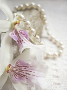 ZsaZsa Bellagio: Orchids and Pearls