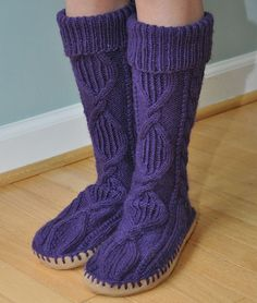 Home-Dzine - Knit a pair of slipper socks: http://www.home-dzine.co.za/crafts/craft-slipperboot.htm