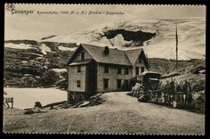 Møre og Romsdal fylke Stranda kommune Geiranger. Djupvasshytta. Flott nærmotiv med hester og vogn utenfor. Datert 1911. Utg Svanøe
