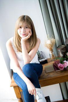 Oh Ha Young Naver x Dispatch news photo Kpop Girl Groups, Kpop Girls, Oh Hayoung, Pink Panda, Celebs, Celebrities, Beautiful Asian Women, Asian Woman, Asian Beauty