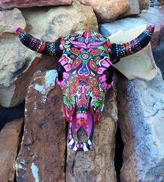 Deer Skull Art, Cow Skull Decor, Sugar Skull Art, Deer Skulls, Animal Skulls, Skull Painting, Feather Painting, Skull Crafts, Antler Crafts