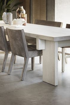 RAAF dining table & SAAR dining chair | Piet Boon