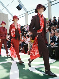 Tailoring and dusty brights for the Burberry Spring/Summer 2015 runway finale