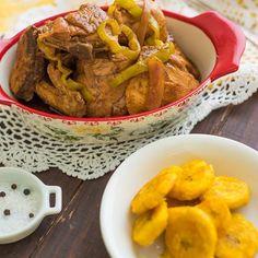 Photo by Sagrario Matos in Distrito Nacional. May be an image of food and indoor. #Regram via @www.instagram.com/p/CL4fS3TAZy8/ Recetas Salvadorenas, Pollo Guisado, Recipe Images, Chicken Wings, Indoor, Meat, Recipes, Instagram, Food